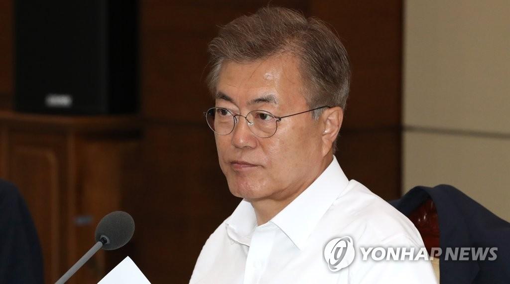 5月29日,在青瓦台,韩国总统文在寅主持召开首席秘书助理会议。(韩联社)