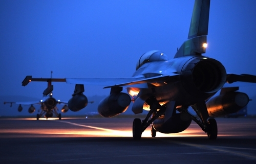 图为即将起飞的KF-16战斗机。(韩联社/韩国空军提供)