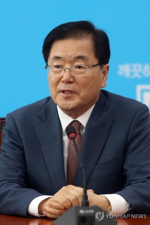 资料图片:韩国总统府青瓦台国家安保室室长郑义溶(韩联社)