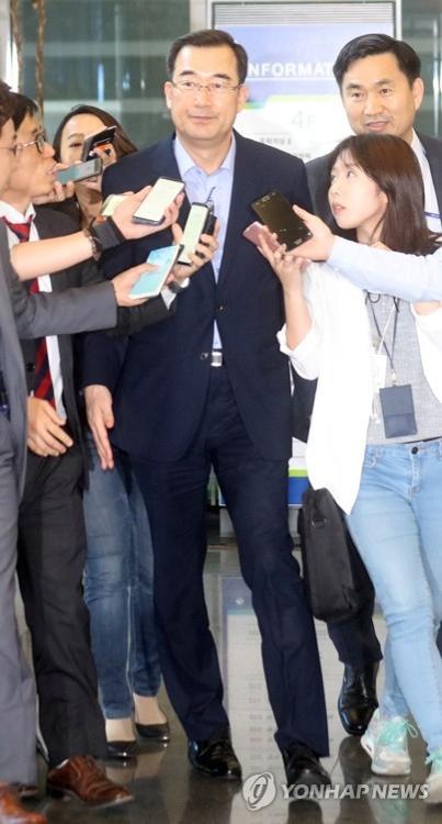5月31日,在首尔市,魏升镐准备向韩国新政府报告工作。(韩联社)