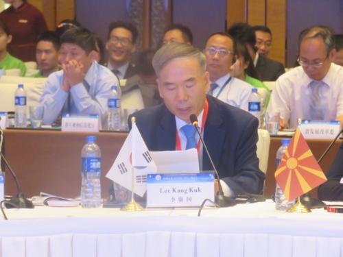 韩国驻西安总领事李康国出席丝绸之路商务合作圆桌会。(韩联社)