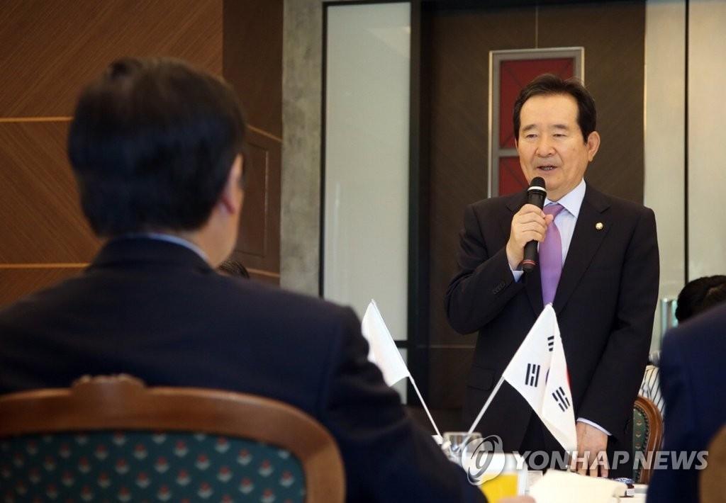 韩国国会议长丁世均在与韩日议员联盟议员共进早餐时发表讲话。(韩联社)