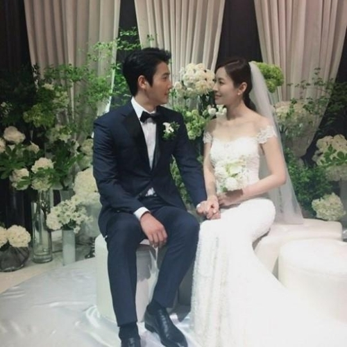 金素妍经纪公司公开李尚禹、金素妍的婚礼照(韩联社/金素妍经纪公司Instagram提供)