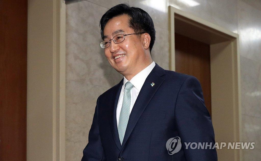 韩国企划财政部长官兼经济副总理金东兖(韩联社)