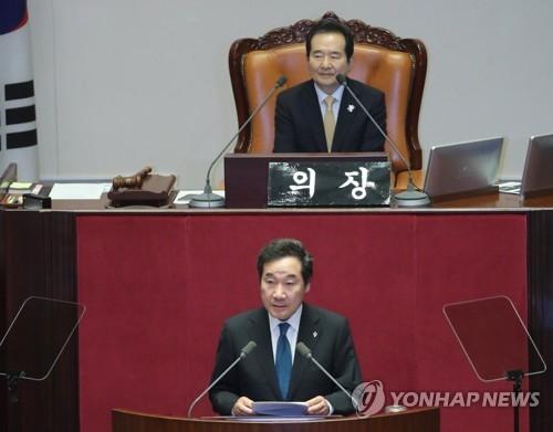 6月12日下午,在国会全体会议上,上任不久的韩国总理李洛渊发言。(韩联社)