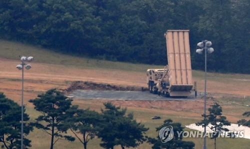"""资料图片:部署在星州的""""萨德""""发射车(韩联社)"""