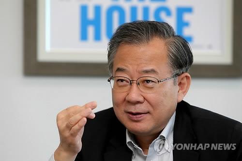资料图片:韩国前文化部长官郑东采(韩联社)