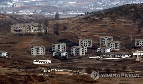 资料图片:从金浦市爱妓峰北望朝鲜(韩联社)