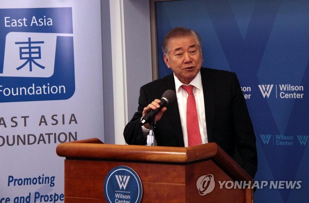 资料图片:当地时间6月16日,在华盛顿,青瓦台统一外交安全事务特别助理文正仁在第五次韩美对话上演讲。(韩联社)