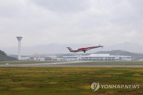 资料图片:韩国江原道襄阳机场(韩联社)