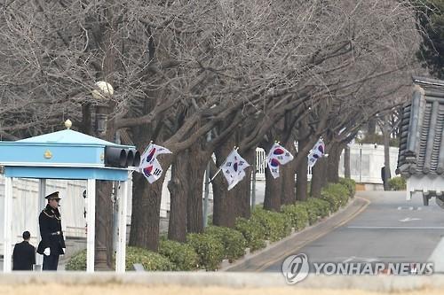 韩总统府前方道路半世纪宵禁解除 - 1