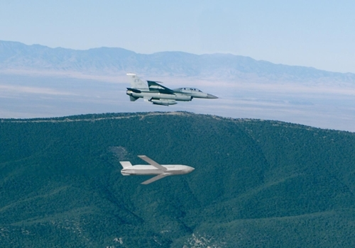 联合防区外导弹发射照(洛马官网截图)