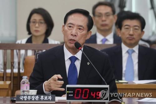 6月28日,在国会国防委人事听证会上,韩国国防部长官人选宋英武答议员问。(韩联社)