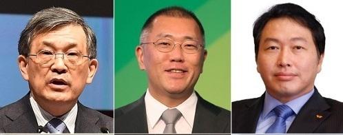 左起依次为三星电子代表理事副会长权五铉、现代汽车副会长郑义宣和SK集团会长崔泰源。(韩联社)