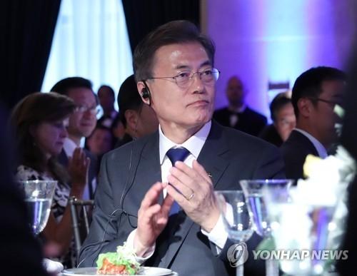 当地时间6月28日下午,韩国总统文在寅在华盛顿美国商会出席韩美商务峰会。(完)