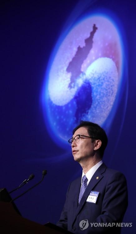 6月29日,在首尔市中区乐天酒店,韩国统一部次官千海成在2017韩半岛统一研讨会上发表主旨演讲。韩联社