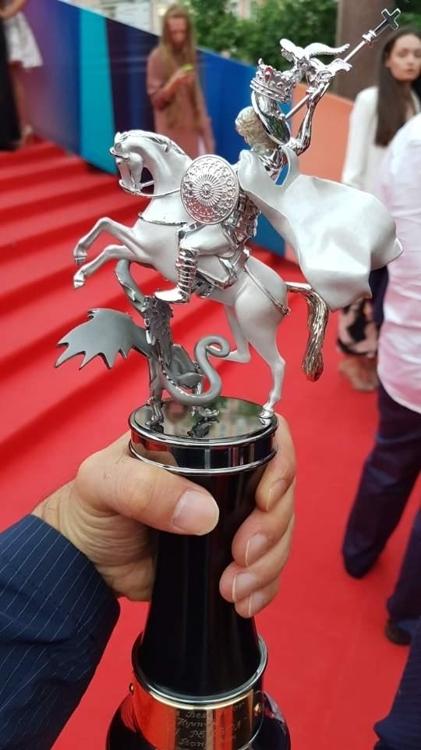 当地时间6月29日,演员孙贤周凭借电影《普通人》在第39届莫斯科电影节上斩获最佳男主角奖。图为最佳男主角奖杯。(韩联社/孙贤周提供)