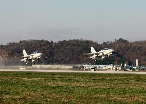 资料图片:国产FA-50PH战机(韩联社)
