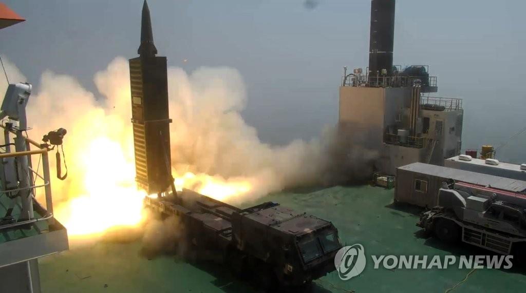 """""""玄武-2""""弹道导弹发射图(韩联社/韩国国防部提供)"""