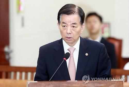 韩国国防部长官韩民求(韩联社)
