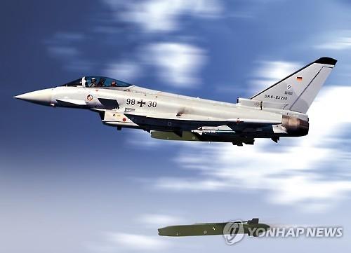 """资料图片:从战机上射出的""""金牛座""""巡航导弹(韩联社)"""