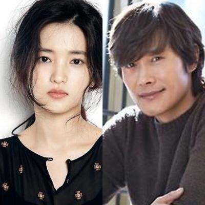 资料图片:演员金泰梨(左)和李炳宪(韩联社)