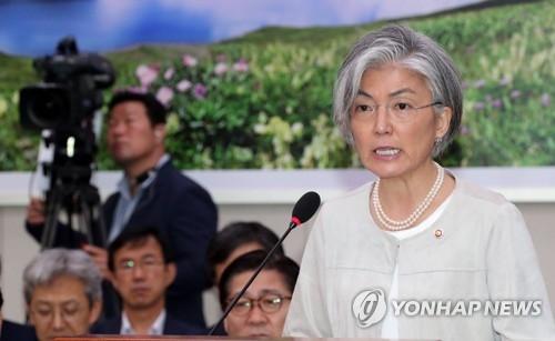 7月10日下午,在国会,韩国外交部长官康京和向国会外交统一委员会汇报工作。(韩联社)
