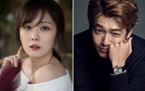 资料图片:演员张娜拉(左)和郑京浩