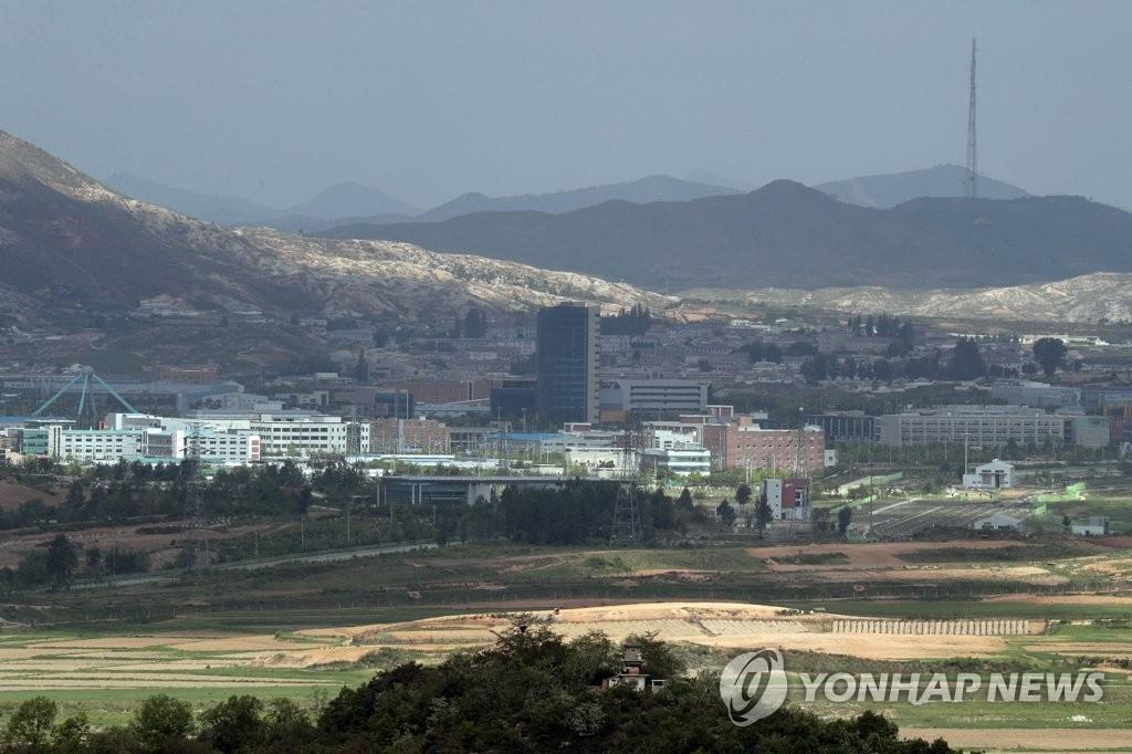这是在韩国京畿道坡州市拍摄的朝鲜开城工业园区。(韩联社)