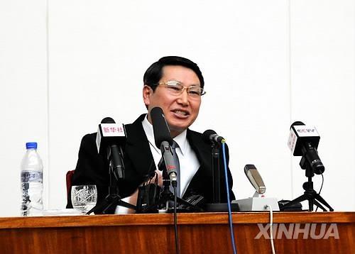 资料图片:2014年2月,在平壤,被朝鲜扣留的韩国传教士金正旭(音)在记者会上发言。(韩联社)
