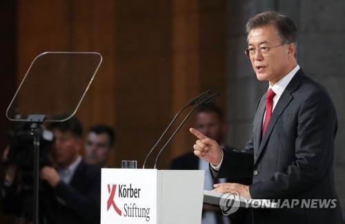 资料图片:当地时间7月6日,在德国柏林,韩国总统文在寅应科尔伯基金会的邀请发表演讲。(韩联社)