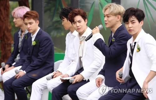 EXO第四张专辑《THE WAR》记者会现场照(韩联社)