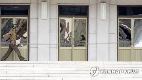 资料图片:韩国记者镜头中的板门店朝方一侧(韩联社)