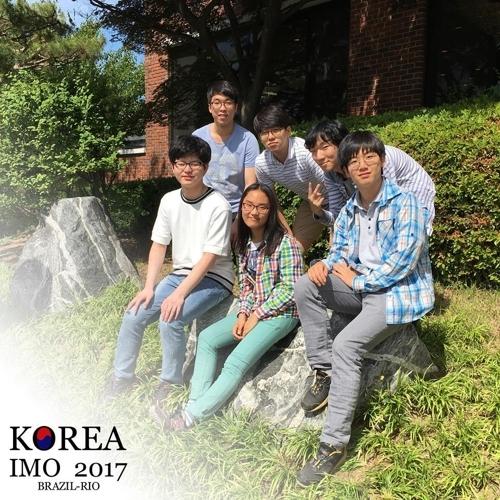 本届国际奥林匹克数学竞赛韩国参赛学生合影(韩国奥林匹克数学脸谱截图)