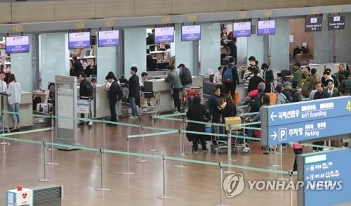 资料图片:韩国机场的中国系航空公司值机柜台少人问津。(韩联社)