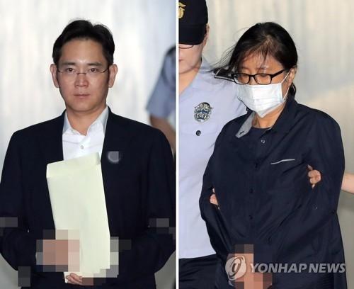 7月26日上午,在首尔中央地方法院,被告人李在镕和证人崔顺实走向法庭。(韩联社)