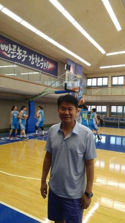 中国辽宁女篮韩国籍主教练金泰日(韩联社)