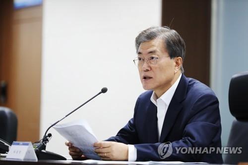 7月29日凌晨,韩国总统文在寅主持召开国家安全保障会议(NSC)全体会议讨论应对朝鲜射弹。(韩联社/总统府青瓦台提供)