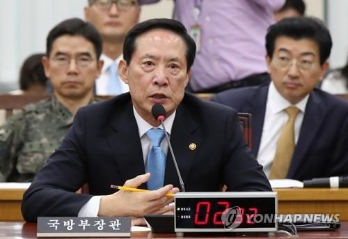 7月31日,在韩国国会,宋永武答议员问。(韩联社)
