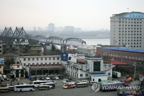 图为象征朝中贸易的鸭绿江铁桥 (韩联社)