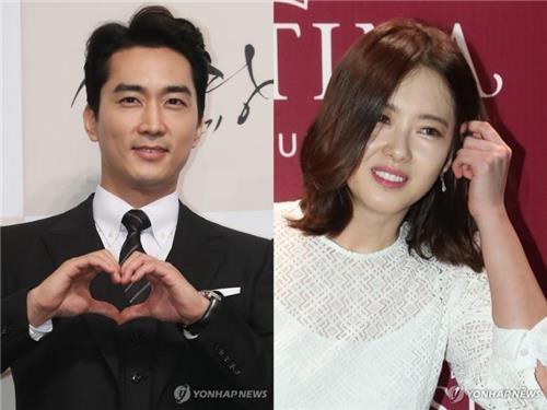 资料图片:演员宋承宪(左)和高雅拉(韩联社)