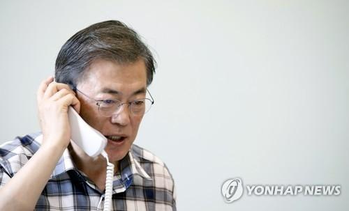 8月7日上午,文在寅和特朗普通电话商讨朝核问题。(韩联社)