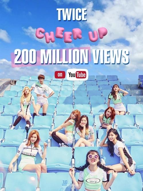 资料图片:TWICE热曲《CHEER UP》MV在YouTube播放量破200亿宣传照(韩联社/JYP提供)
