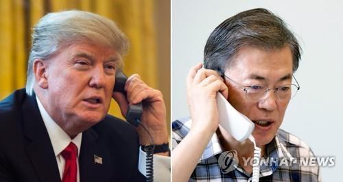 8月7日,韩国总统文在寅(右)与美国总统特朗普通电话。(韩联社)
