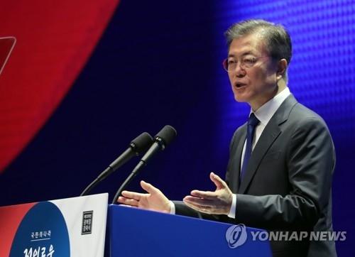 8月15日,在首尔世宗文化会馆,韩国总统文在寅出席光复72周年纪念仪式并致辞。(韩联社)