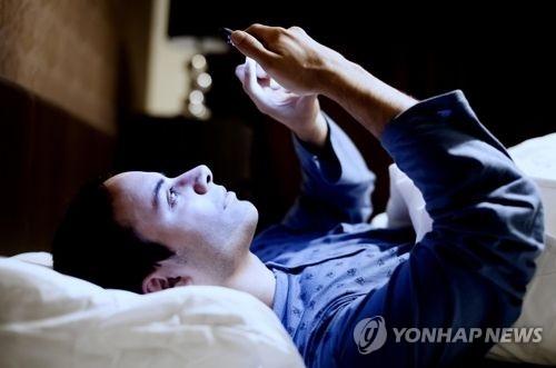 调查:六成韩国人认为日常生活离不开智能手机 - 1