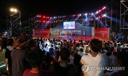 资料图片:2016年举行的春川休闲运动大会上舞蹈比赛(韩联社)