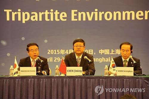 资料图片:第17次韩中日环境部长会议29-30日在中国上海举行,会议敲定了三国沙尘暴联合研究团未来5年研究计划(2015-2017年)。(韩联社)