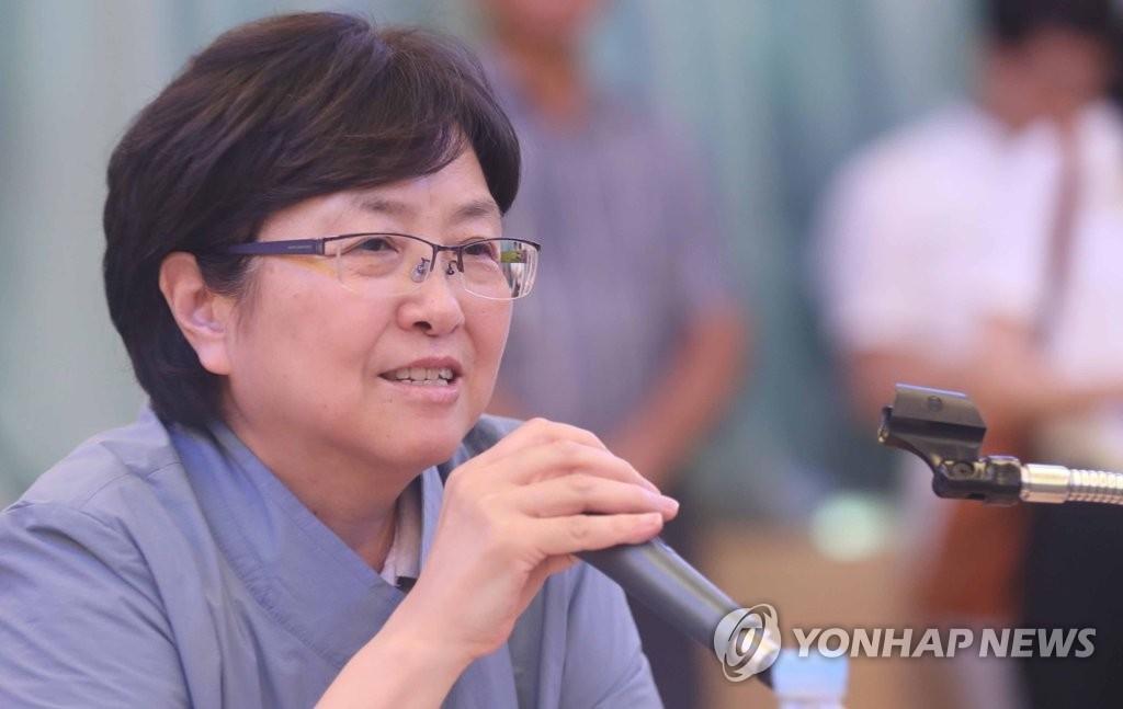 资料图片:韩国环境部长官金恩京(韩联社)