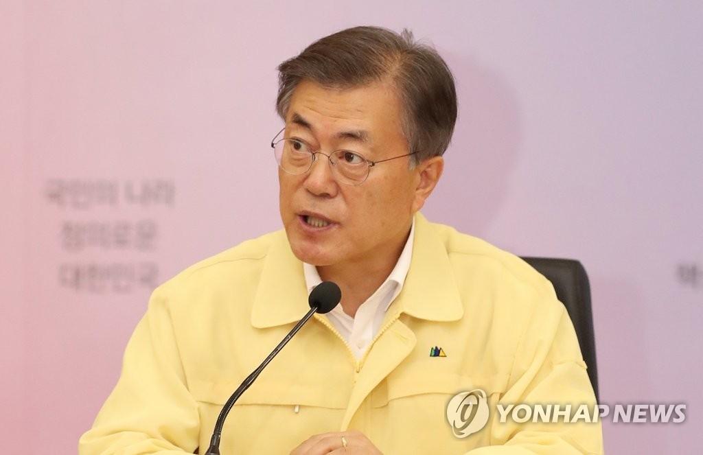 8月23日,在韩国外交部大楼,总统文在寅听取外交部工作汇报时发言。(韩联社)